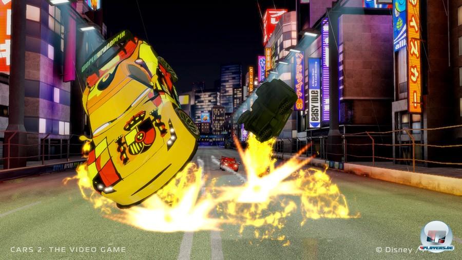 Lightning McQueen wandelt auf den Spuren von Mario Kart, ohne dessen mechanische Qualität zu erreichen.