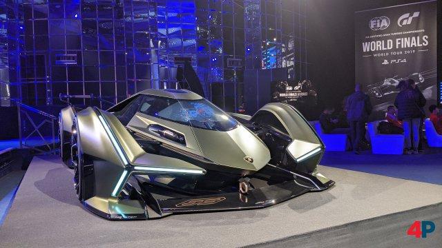 Ob die Fahrer im nächsten Jahr auch den futuristischen Konzeptwagen von Lamborghini über die Pisten scheuchen müssen?
