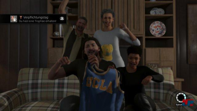 """Die ganze Familie freut sich darüber, dass Sohnemann """"Freq"""" bald für das College in Los Angeles aufläuft!"""