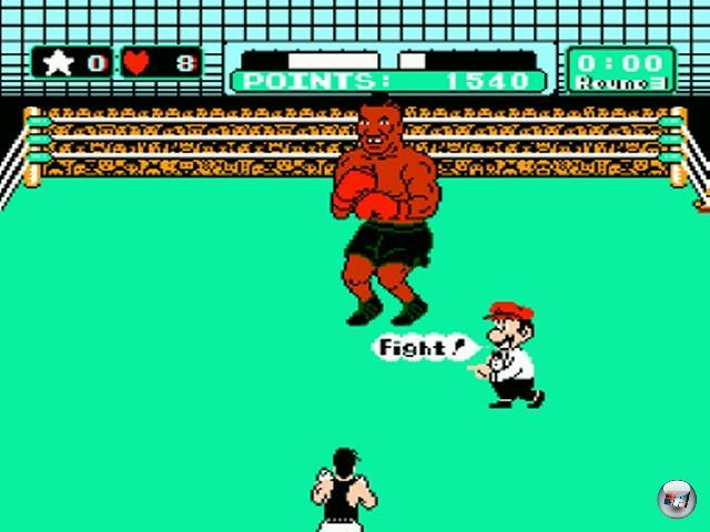 <b>Punch-Out!! (Serie)</b><br><br>1984, einigermaßen in der Mitte zwischen Rocky 3 und Rocky 4, erschien in den japanischen Spielhallen der Titel »Punch-Out!!« (nur echt mit zwei Ausrufezeichen). Hier übernahm man den Part des erschreckend schmächtigen Boxneulings Little Mac, der sich in den Kopf gesetzt hat, mal eben die Weltrangliste der Boxer aufzumischen. Ungewöhnlich am Spiel war vor allem die Perspektive, sah man das Geschehen doch über Little Macs Rücken hinweg wie auf einer Leinwand, außerdem diente Mario als Ringrichter. In der drei Jahre danach erschienen NES-Version »Mike Tyson's Punch-Out!!« übernahm der namensgebende Ohrbeißer die Rolle des Endbosses. Man konnte sich mit einem Cheat direkt zu ihm hin schummeln, was wohl jeder Besitzer des Moduls einmal gemacht hat. Aber auch nur ein Mal. Denn Mike war im Videospiel mindestens ebenso viel Tier wie im richtigen Leben. Fehlte einem die Erfahrung aus den vorherigen Runden, war das Spiel nach spätestens sechs Sekunden vorbei. 2203874