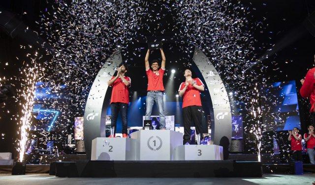 Igor Fraga geht als erster Champion der GT Sport Meisterschaft in die Motorsport-Geschichte der FIA ein.