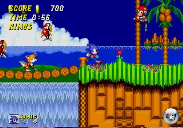 <b>Sonic The Hedgehog (1991)</b><br><br>Alles muss irgendwo seinen Anfang nehmen - und in diesem Fall hat er feurige 16 Bits, rote Schuhe sowie wunderbar blauen Himmel, unter dem es sich gleich doppelt so gut läuft: Sonic The Hedgehog war einer der ersten wahren Must Have-Titel für die noch junge Mega Drive-Konsole, zeigte es doch sehr deutlich, was für Power in dem schwarzen Kasten lauerte. 18 wunderbar abwechslungsreiche, vertrackt designte Levels, irre Geschwindigkeit, aufregende Bosskämpfe, heißer Soundtrack, psychedelische Bonusrunden - Sonic hatte alles. Anderthalb Jahre später erschien der Nachfolger, der nicht nur Sidekick Tails einführte, sondern sich auch zum ersten Mega Drive-Megahit mauserte. Ein weiteres Jahr darauf wurde Sonic CD für Segas erfolgloses Mega CD-System veröffentlicht, was frappierend wie der erste Teil aussah. Ein Irrtum, denn das innovative Zeitreise-Feature gab dem Spieler die Möglichkeit, das Design des aktuellen Levels in der Vergangenheit zu verändern - schön bekloppt, und toll spielbar! Vom großartigen Soundtrack ganz zu schweigen. 1858928