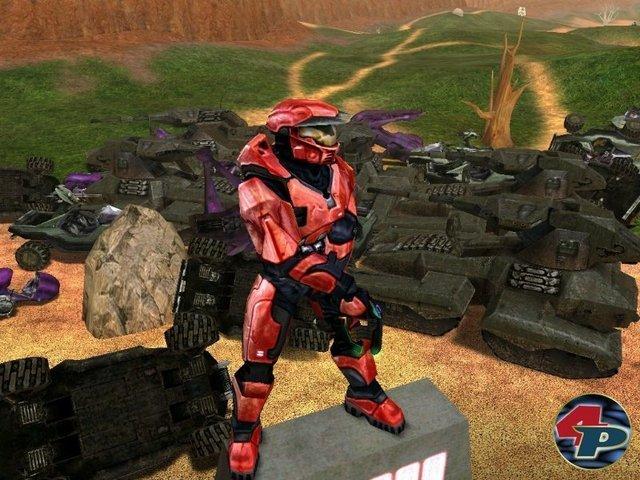 <b>Kampf um die Zukunft</b> <br><br> Es gibt allerdings eine Figur, die untrennbar mit der Xbox verbunden ist: Der Master Chief. Halo 1 und 2 sorgten für den endgültigen Durchbruch des Konsolen-Shooters. Große Schlachtfelder, schlaue Gegner, zahlreiche Vehikel, eine präzise Dualstick-Steuerung und eine Offline-Koop-Kampagne hatte es in solch einem stimmigen Gesamtpaket noch nicht gegeben. Auch der Multiplayer rockte: In Teil 1 bekriegten sich bis zu 16 Spieler offline oder im Netzwerk. Der Nachfolger ging online und führte ein cleveres Matchmaking ein, das sich nach dem Können der Spieler richtete. 2328667