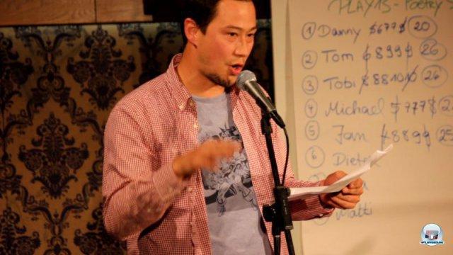 Zum Abschluss wurde es poetisch: Auch unser Videoredakteur Dieter trat zum Poetry Slam im Thalia Theater an und erläuterte seine Vision von einer Begegnung mit Solid Snake. 92469153