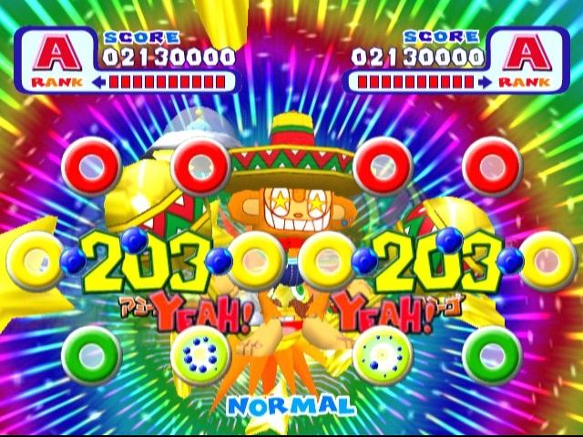 <br><br>Noch lange vor Guitar Hero, Rock Band & Co brachte Sega ein Musikspiel in die Spielhallen (und auf Dreamcast), das zurecht Kultstatus besitzt: Samba de Amigo wurde mit zwei kabelgebundenen Maracas-Controllern (inklusive echten Rasseln) gespielt - für die Bewegungserkennung sorgte ein Sensor auf dem Boden. Allerdings war die Anschaffung ein teures Vergnügen: Etwa 500 DM kostete der Rassel-Spaß, der vor allem auf Partys der letzte Schrei war! Die Rasseln von Drittanbietern waren zwar günstiger, aber längst nicht so präzise wie die Sega-Originale. Wohl dem, der heute noch die Ausrüstung besitzt, denn selbst das Remake auf Nintendos Wii konnte nicht an die Vorlage heran reichen. Neue Songs gab es auf Dreamcast noch in Form von Samba de Amigo 2000, doch schaffte es das Add-On nie offiziell nach Europa. 2068233